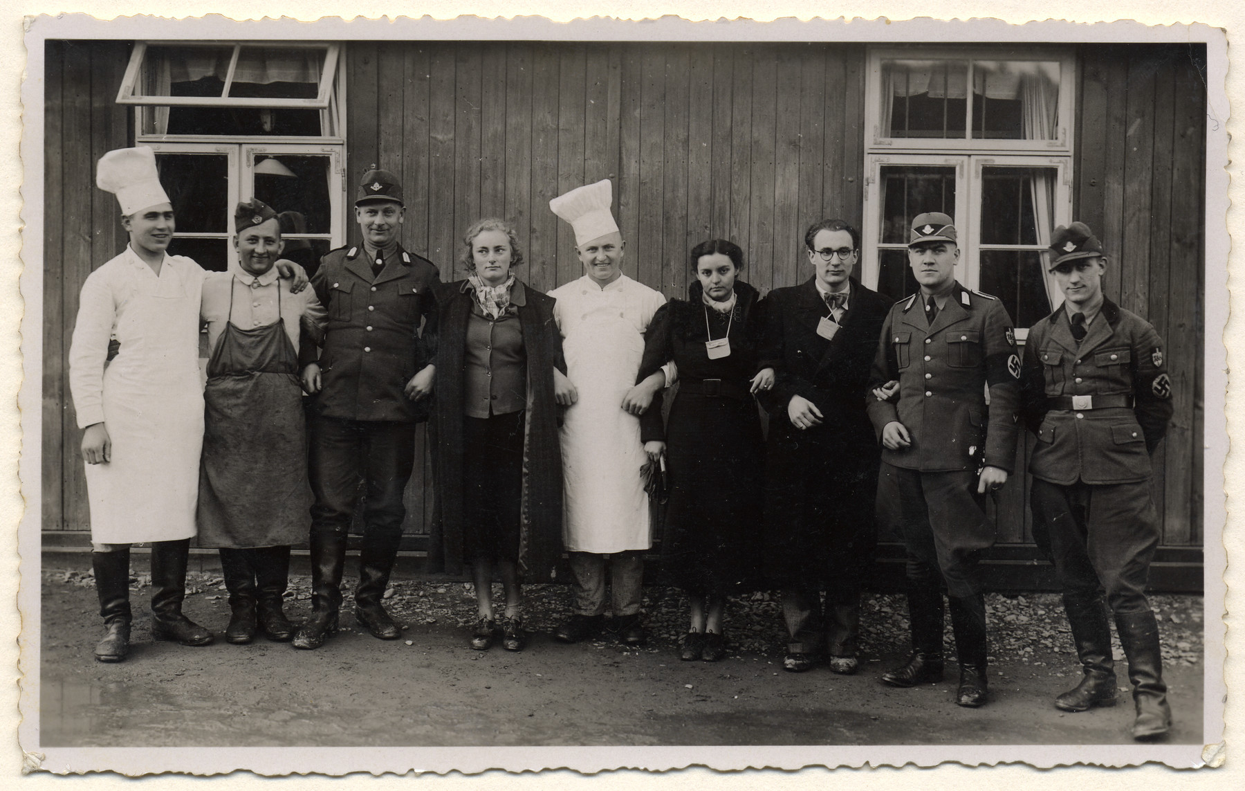 Chefs, women, and members of the RAD (Reich Labor Service) pose for a group photo.