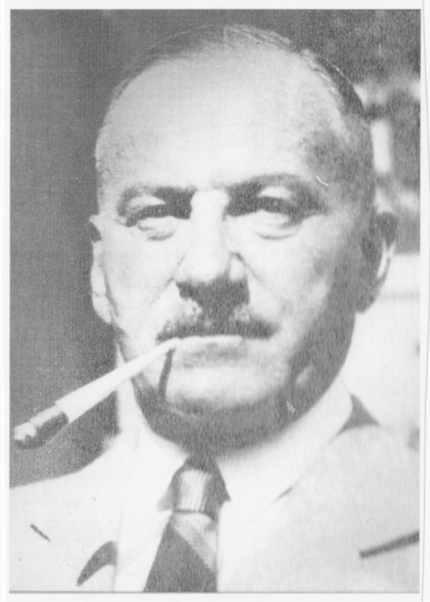 Studio portrait of Otto Feilchenfeld.