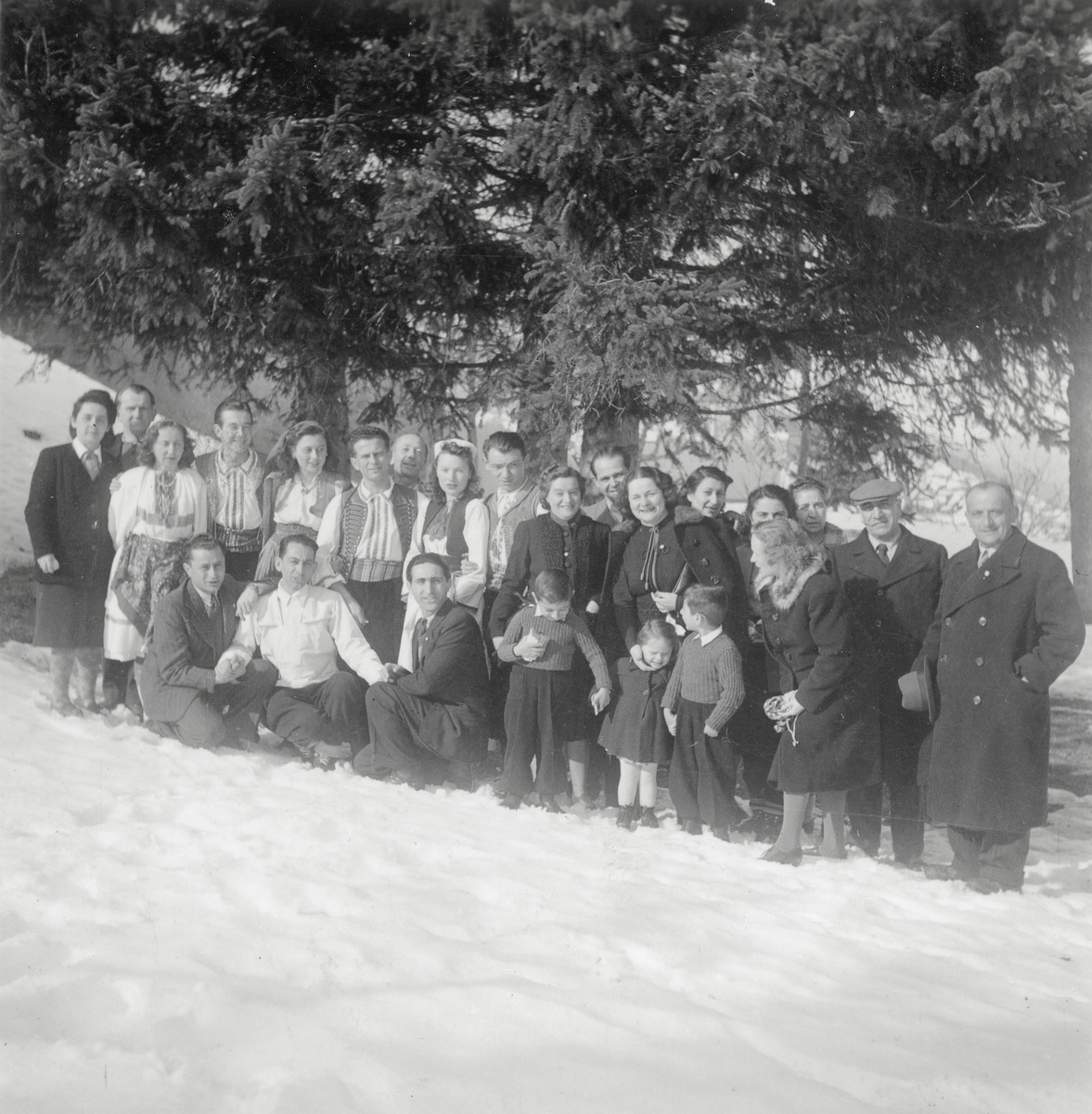A picture of a large group of people on a snowy hill.  Chaim, Shmuel, and Avraham Finci are in the picture.