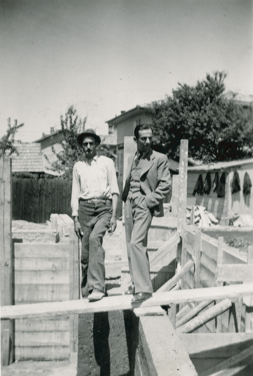 Architect Moshe (Buky) Finci and another man pose at a construction site.