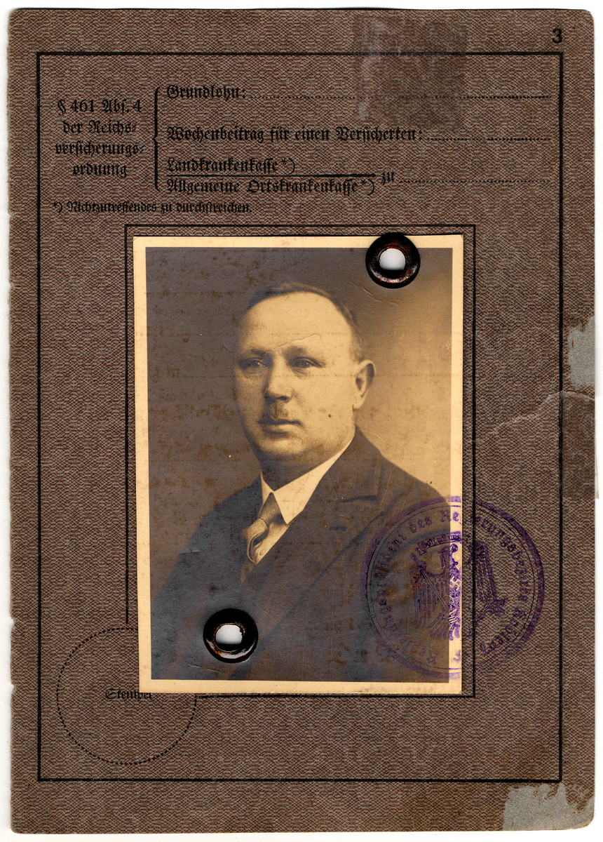 Travel pass issued to Ludwig Moritz in 1935.