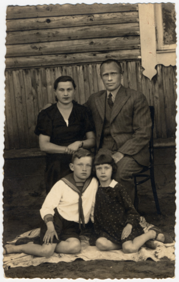 Zalman and Liza (nee Gelman) Bereshkovsky and their two children.    Zalman had immigrated to the United States, returned to Europe during World War I.  He, his wife and children all perished in the Holocaust.