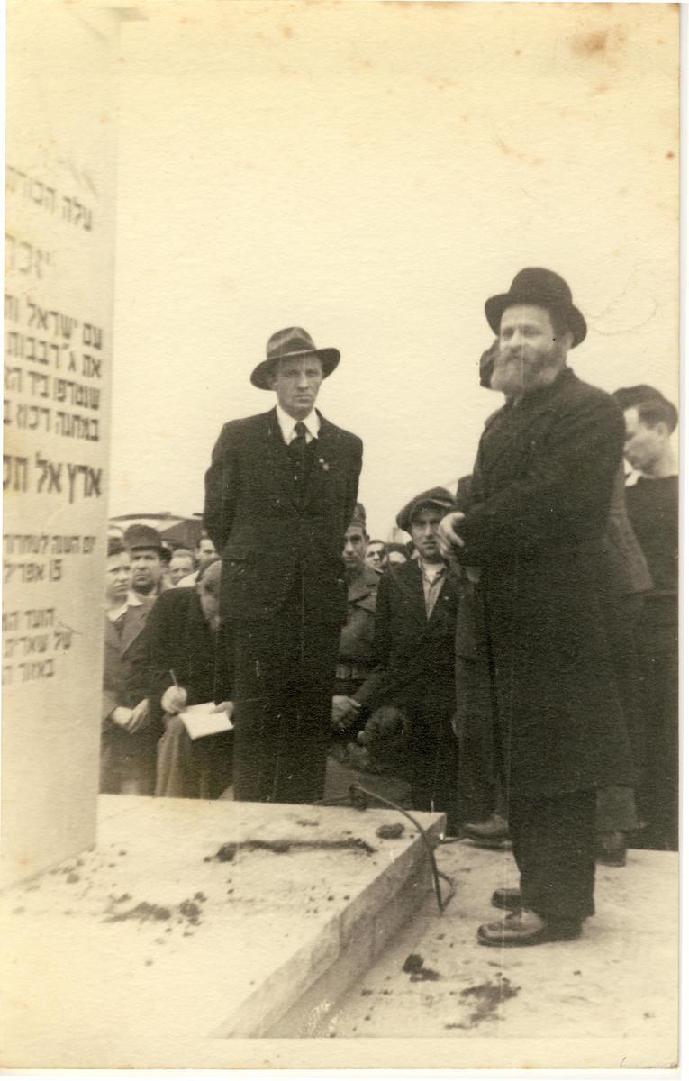 Joseph Rosensaft (left) and Rabbi Joel Halpern preside over the dedication of a Holocaust memorial in Bergen-Belsen.
