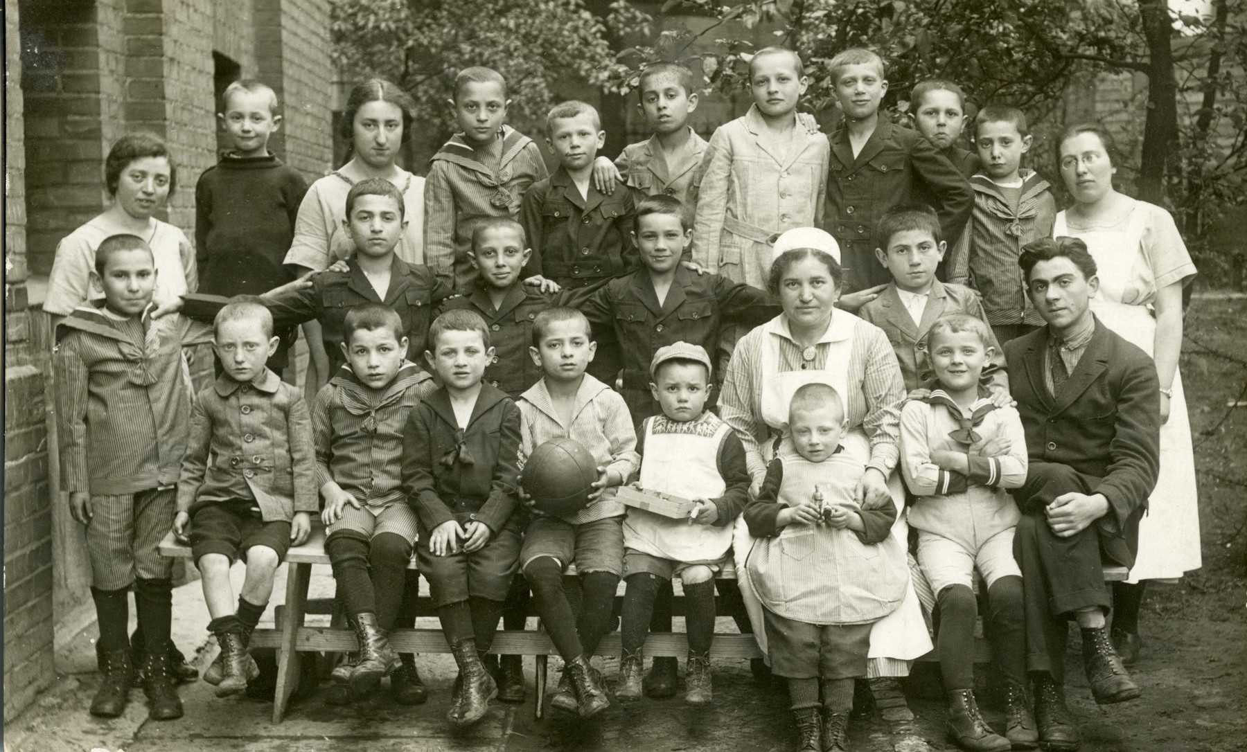 Beate Berger with the first group of Eastern Europen refugee children to arrive at Beith Ahawah Children's home. Seated on the front left is Somka Reif.