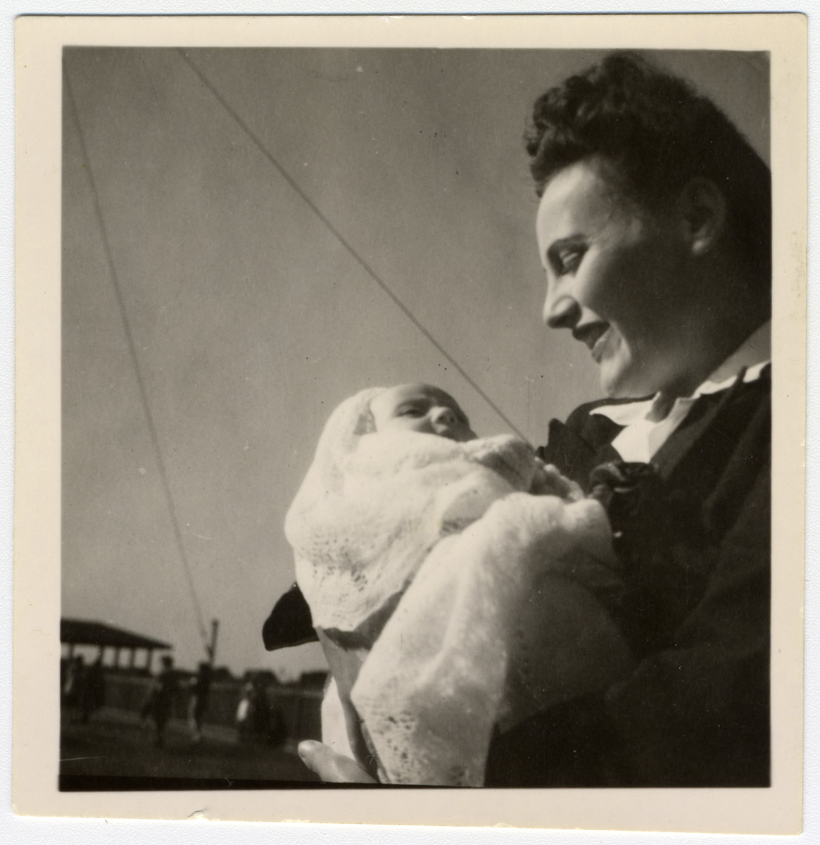 Jewish refugee Lily Haber holds her newborn daughter Ruth in Nyasaland.
