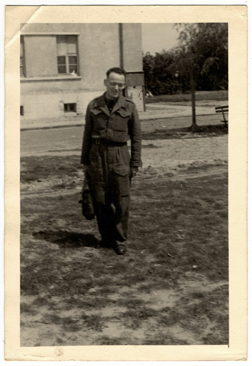 Alex Frank, former teacher at La Hille, in England in 1944, where he had become a member of an RAF bomber crew. He had hiked across the Pyrenees with his wife Elka and Inge Vogelstein of La Hille in 1943, managed to get from Spain to England via Gibraltar.