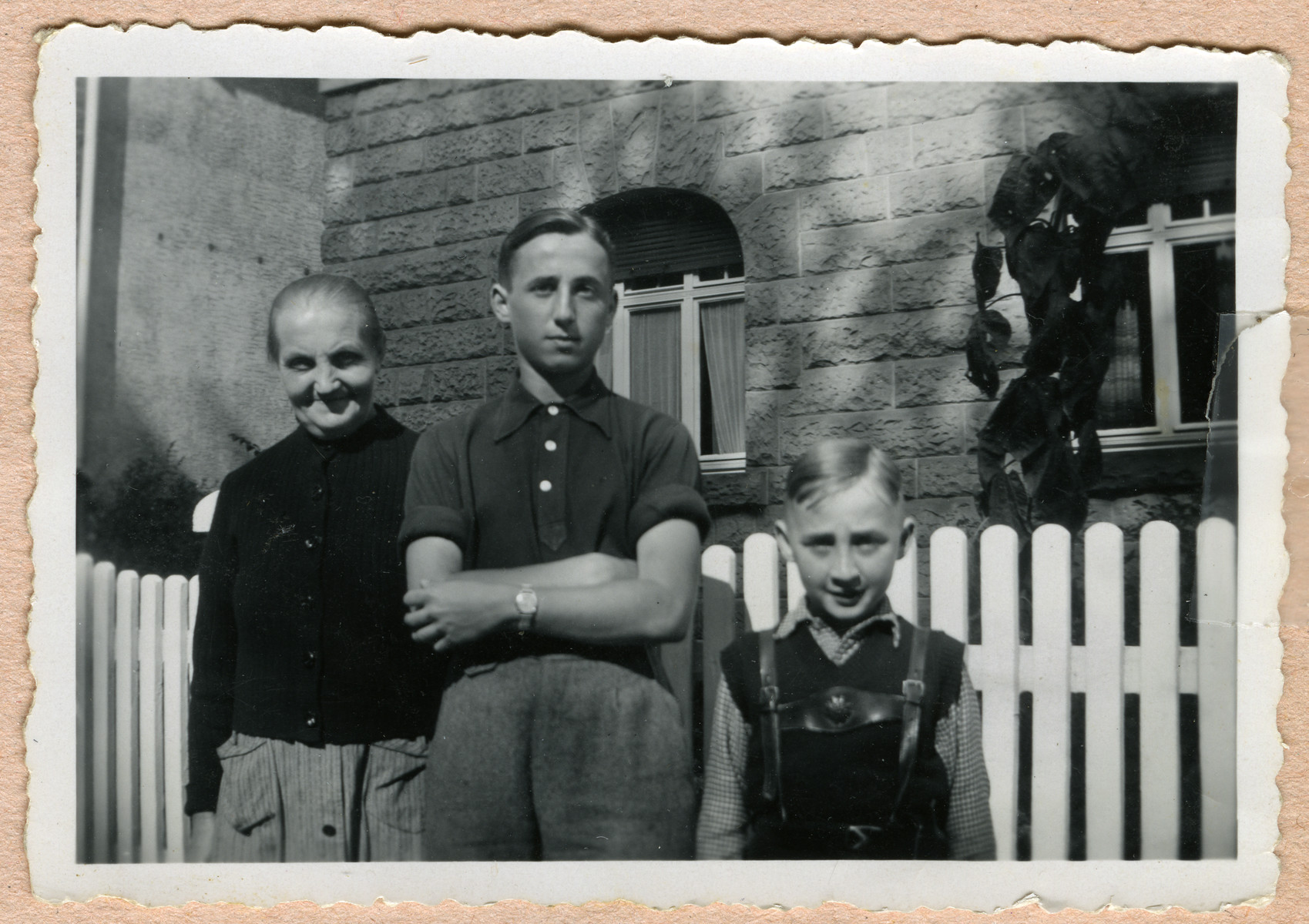 Kurt Feigenbaum (center) poses with his Grandmother Ida and younger brother Werner.