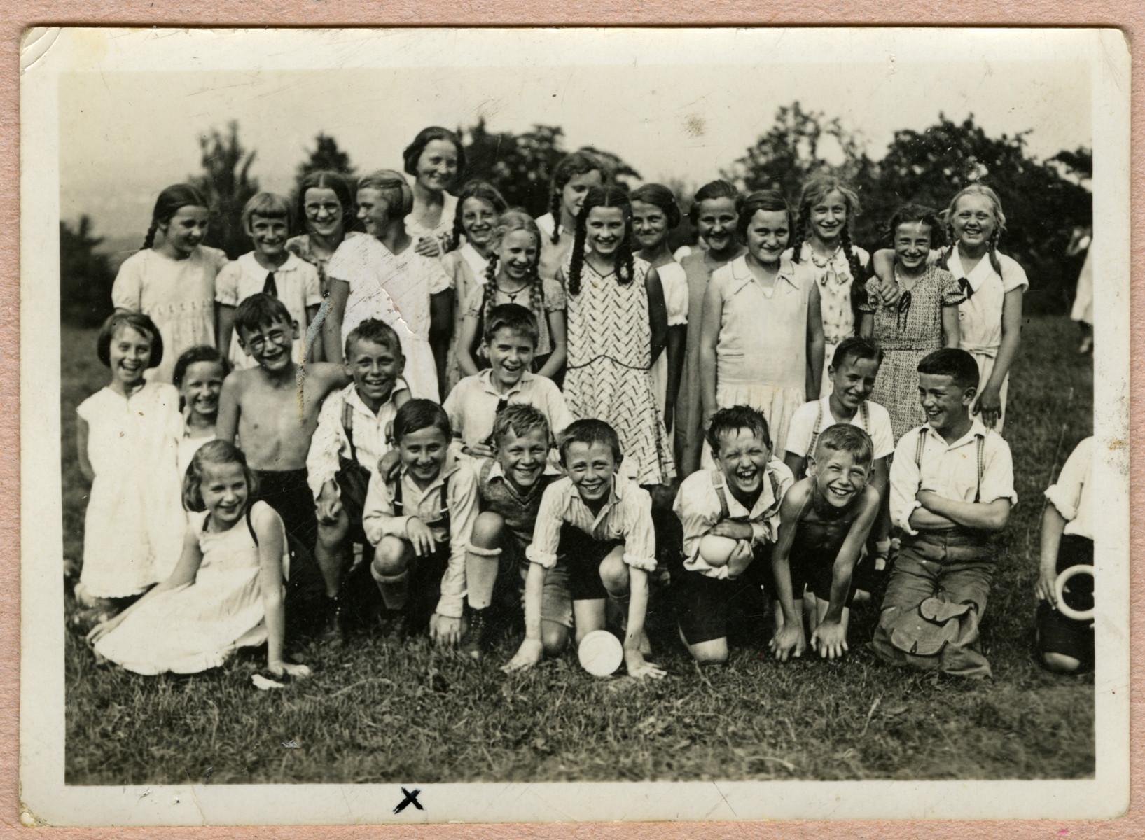Group portrait of German and Jewish school children.  Kurt Feigenbaum is pictured in the front row, first boy kneeling.