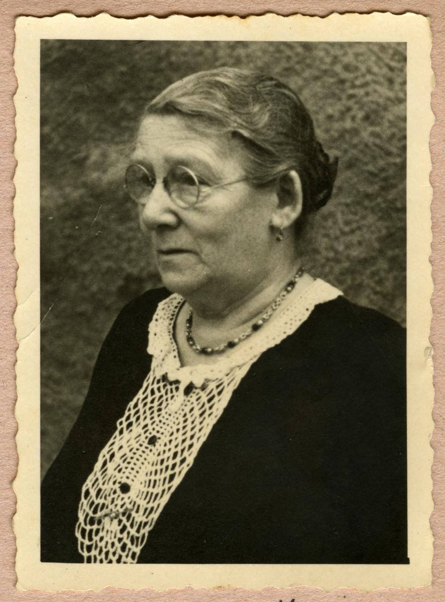 Studio portrait of Ida Mortiz (grandmother of Kurt).
