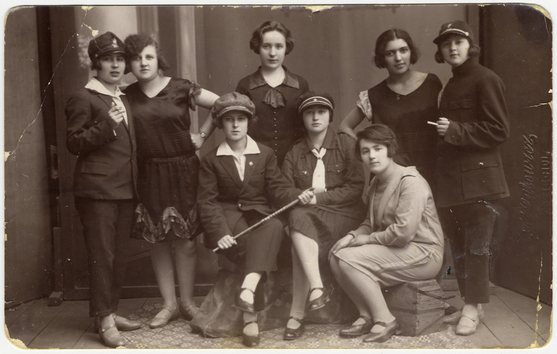 Prewar group portrait of young Jewish women in Zhetel.  Among those pictured are Soreh Turetsky (standing second from the left) and Shanke Minuksin (standing second from the right).