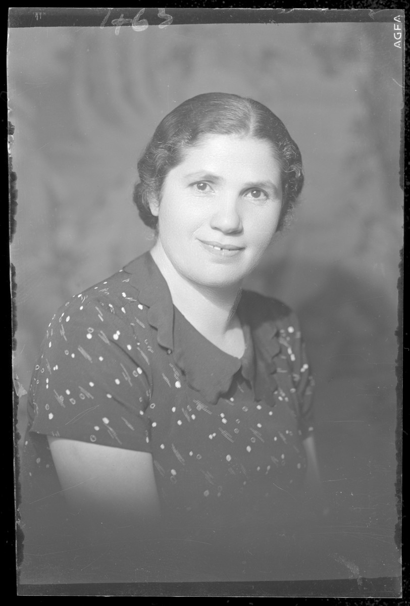 Studio portrait of Mihelyne Berger.