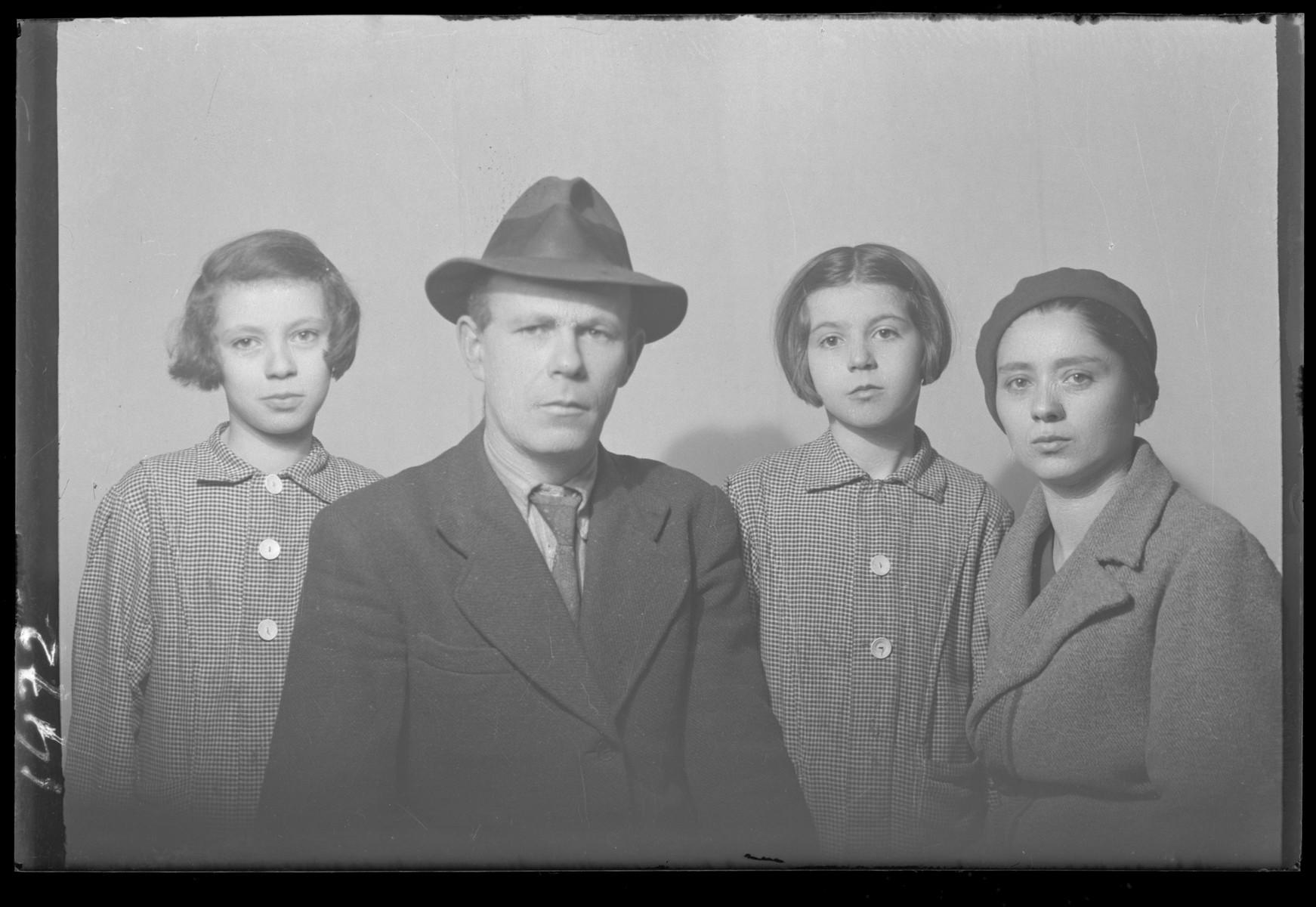 Studio portrait of the family of Ignac Berkovits.