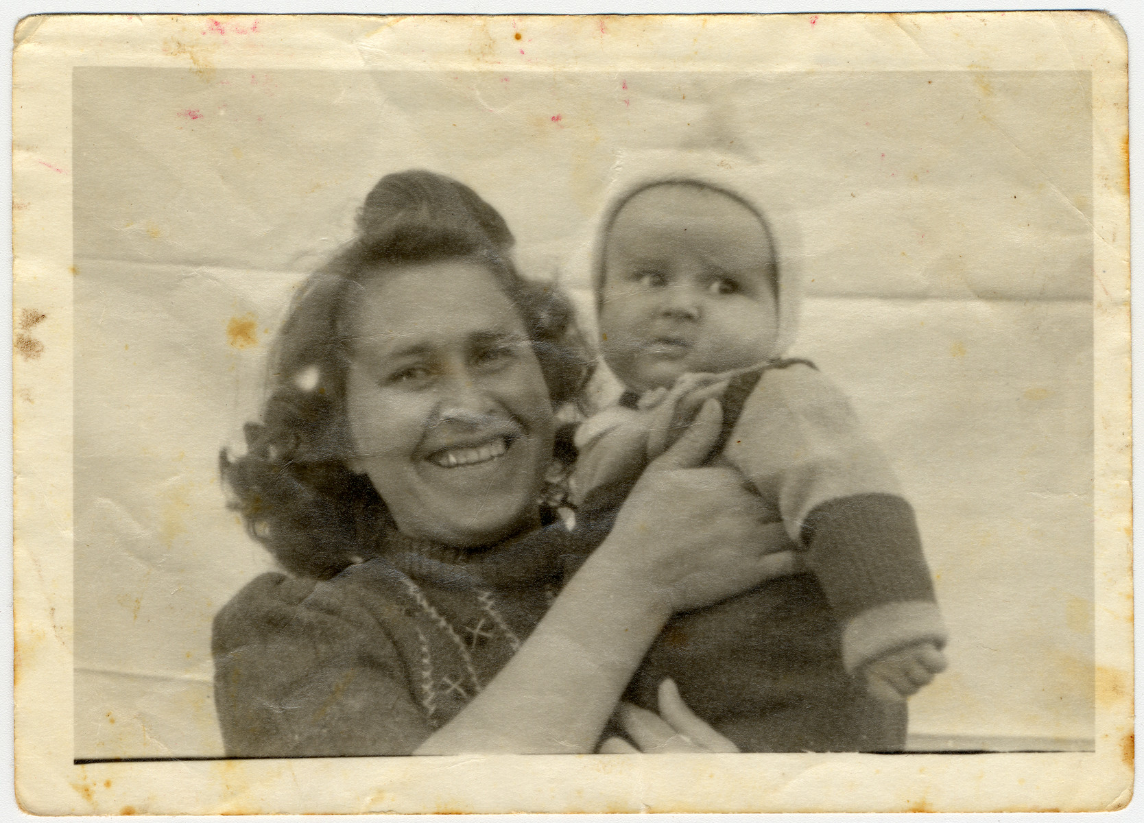 Close-up portrait of a mother and her newborn son in the Wilhelmshaven displaced persons' camp where they were sent after the forced return of the Exodus passengers.  Pictured are Malka Herskovitz and her son Avi.