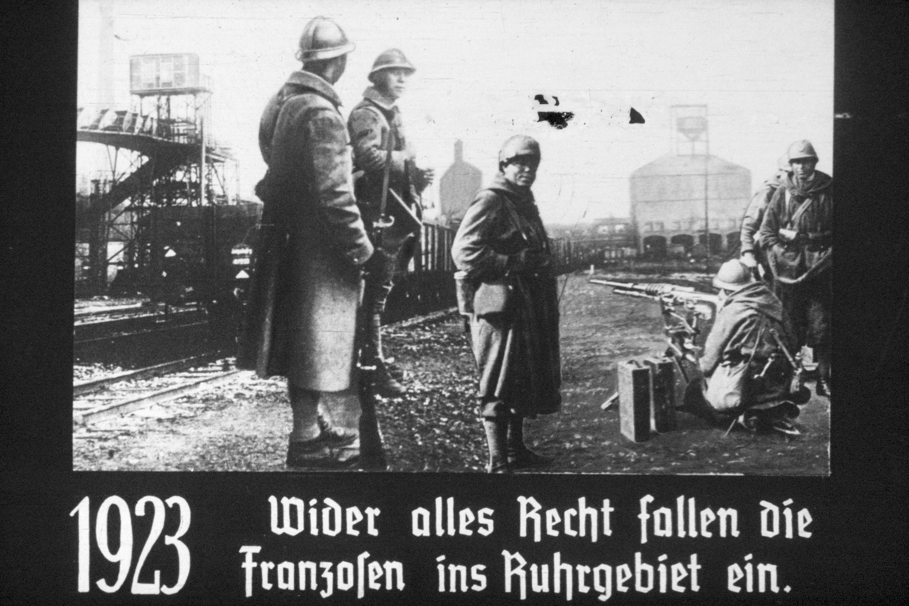 25th slide from a Hitler Youth slideshow about the aftermath of WWI, Versailles, how it was overcome and the rise of Nazism.  1923 Wider alles Recht fallen die Franzosen ins Ruhrgbiet ein // 1923 Against all rights the French are invading the Ruhr.