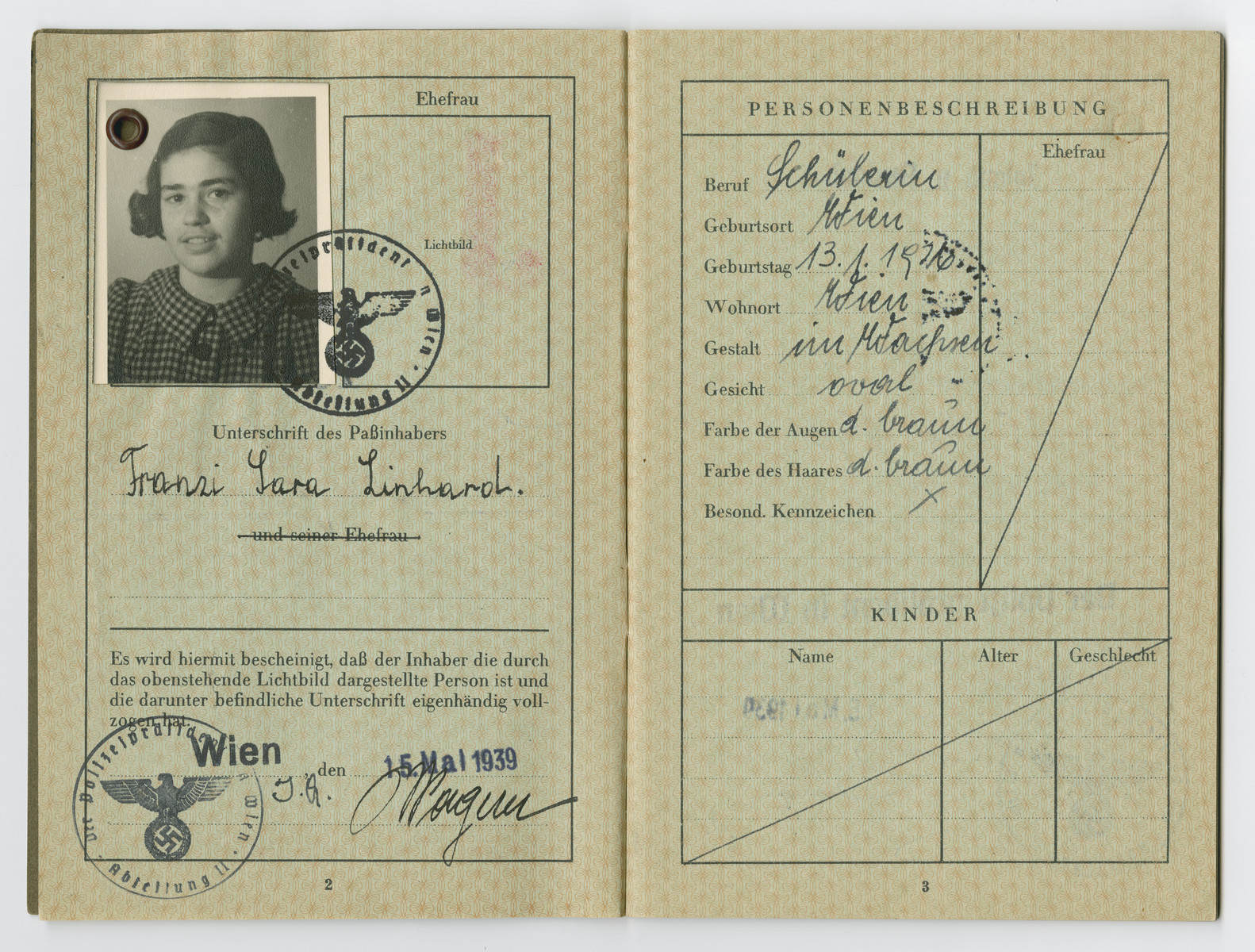 Identification papers issued to Fransi Sara Linhard stating she was born in Vienna.  Sara was not her real middle name, but on August 17, 1938 Nazi officials ordered that all Jewish men assume the middle name Israel, and all Jewish women take the middle name Sara