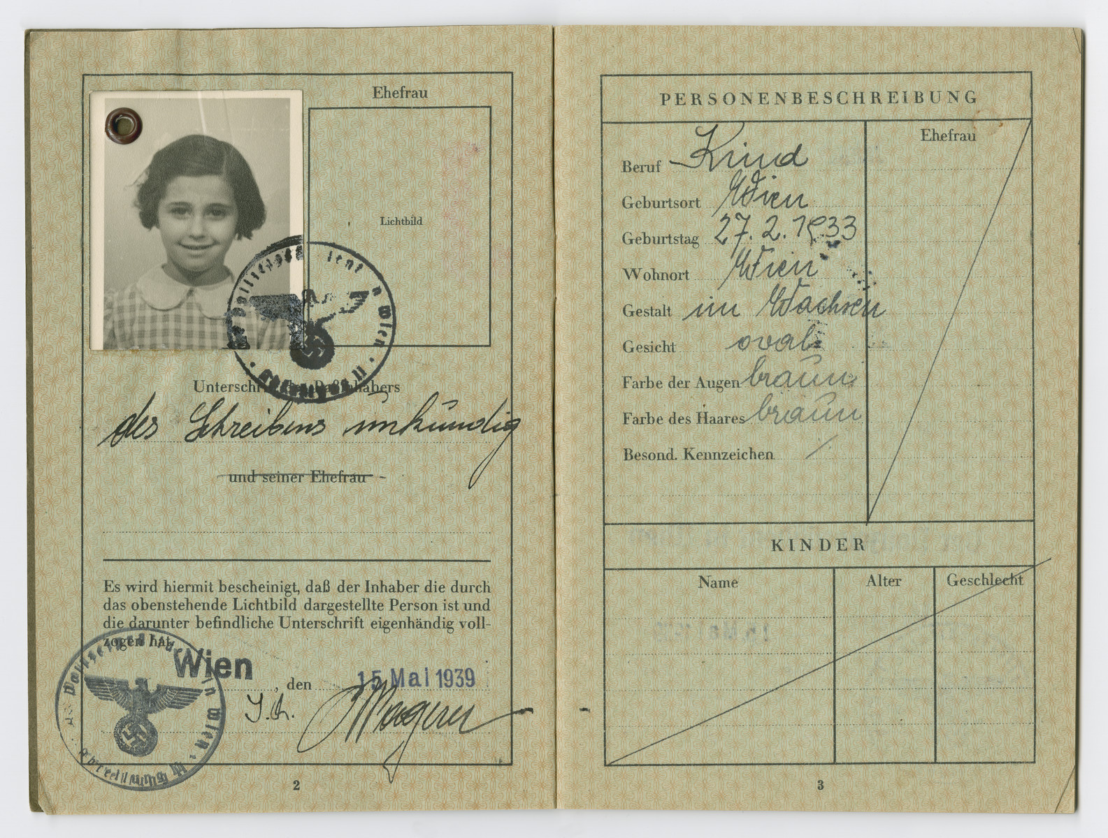 Identification papers issued to Elisabeth Zinger born in Vienna on February 27, 1933.