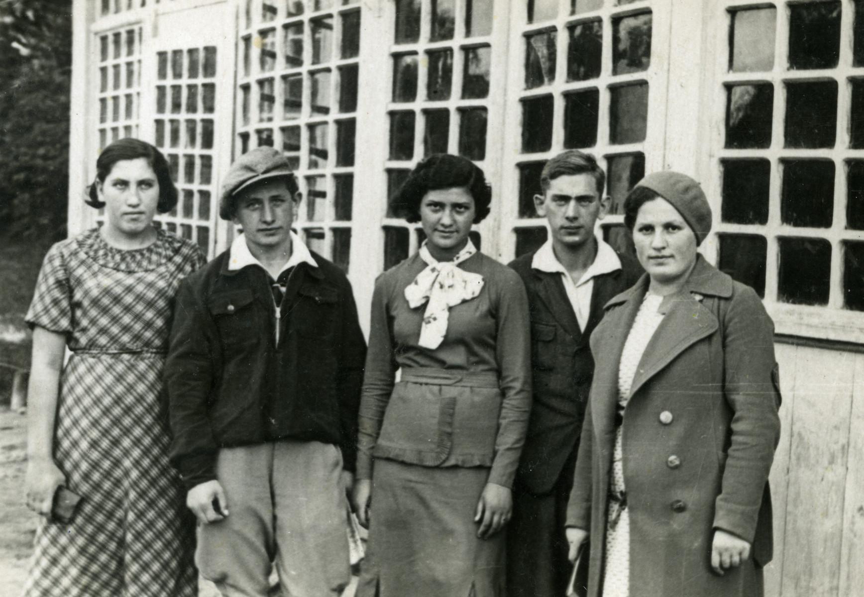 Group portrait of members of Hashomer Hatzair in Kielce.  From left to right are Dina Itskovic, Nachum Finkelstein, Sara Laks, Chaim Leichter and Sara Golemblowski.
