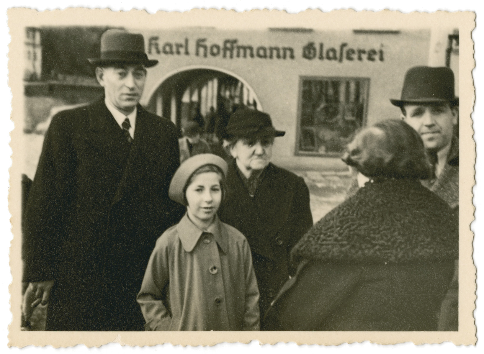 The Pikarski family [extended family of the donor] gathers on a sidealk.   Pictured are Selma Weissblum and her granddaughter Inge Pikarski, Max Pikarski, and Seigfried (Siegfried Weissblum, later in U.S. changed name to Schultz)  Schultz.  The woman whose back is turned is Erna Pikarski nee Weissblum, sister of Julia (Julla) Schleyer who married Hugo, brother of Ilse's mother, Sophie.