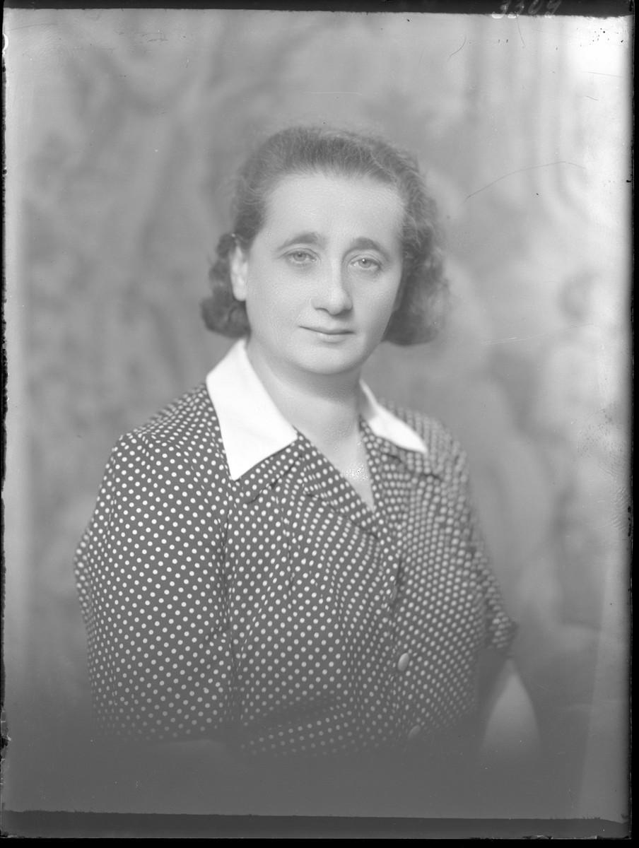 Studio portrait of Martonne Frenkel.