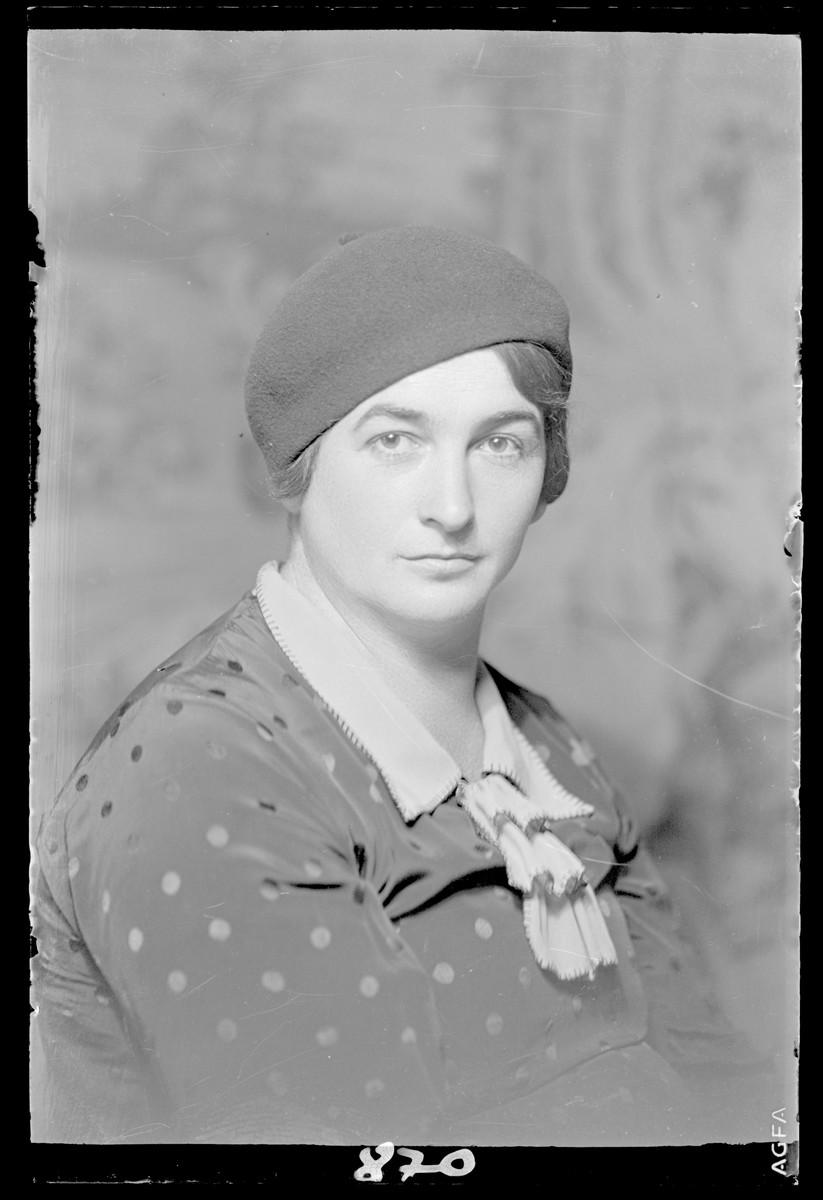 Studio portrait of Jozsene Freund.