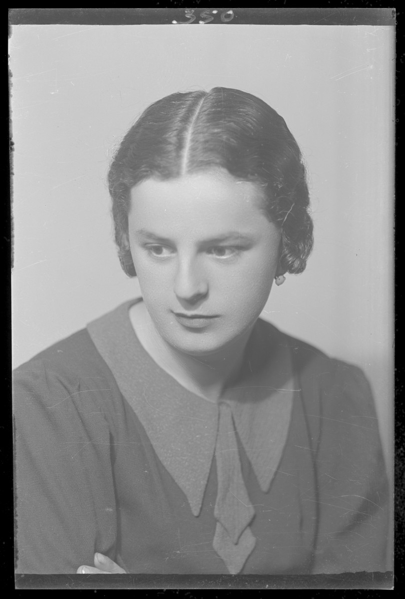 Studio portrait of Frida Fried.