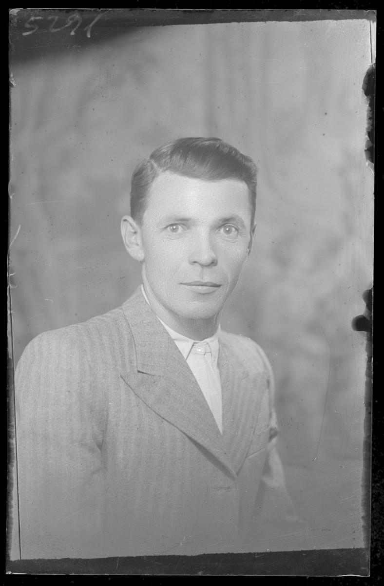 Studio portrait of W.J. Feldman.