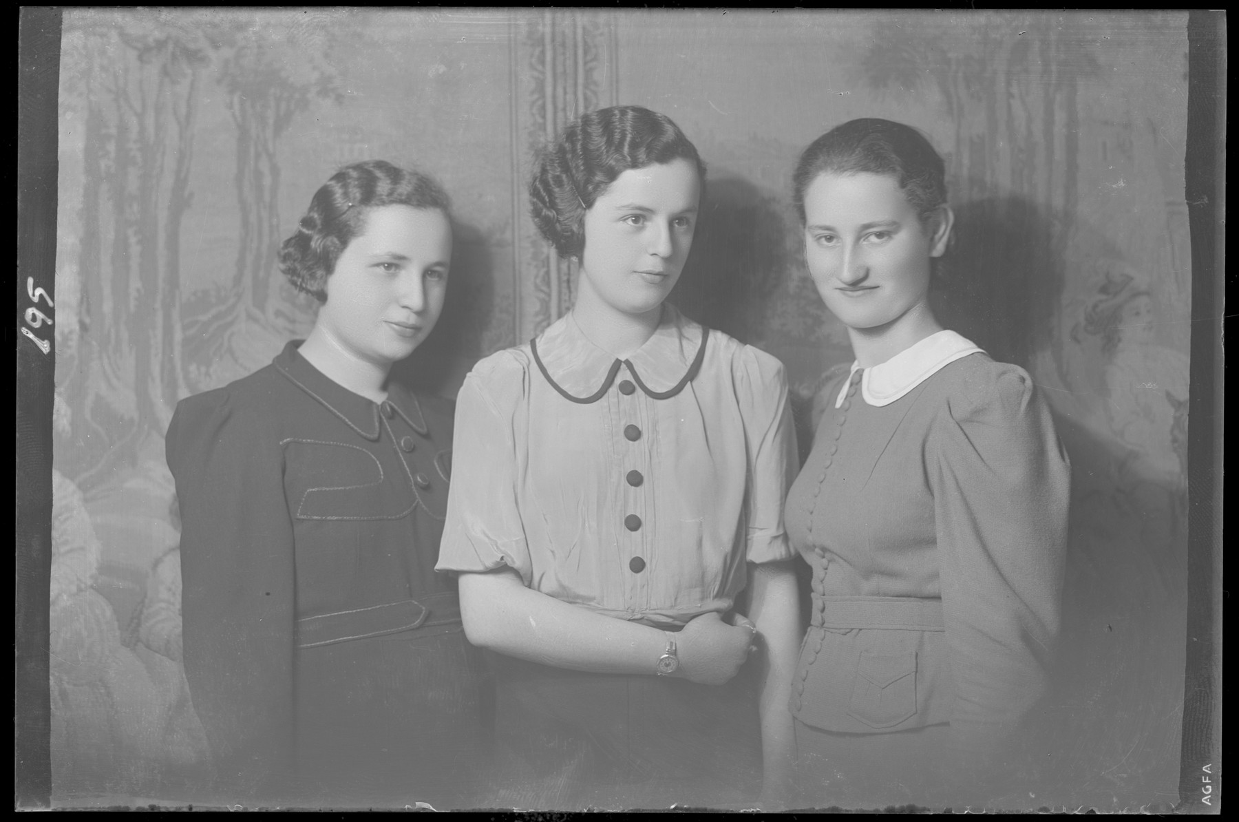 Studio portrait of three young women, including Frida Fried