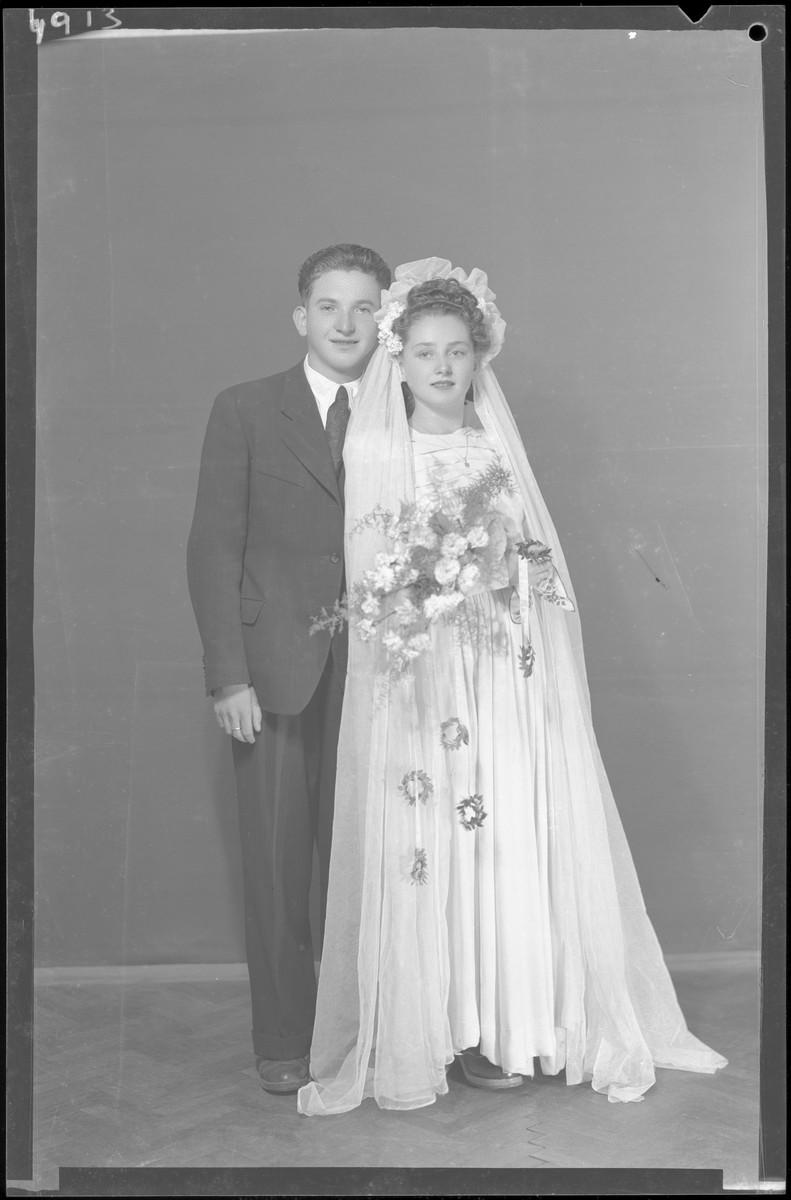 Studio wedding portrait of Izsak Deuts and his bride.
