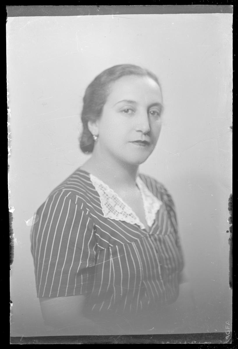 Studio portrait of Dr. Lenke Grosz.