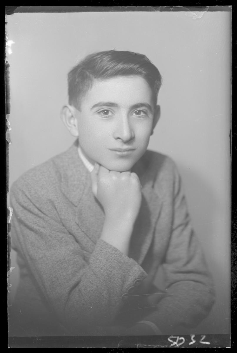 Studio portrait of Moszes Fridman.