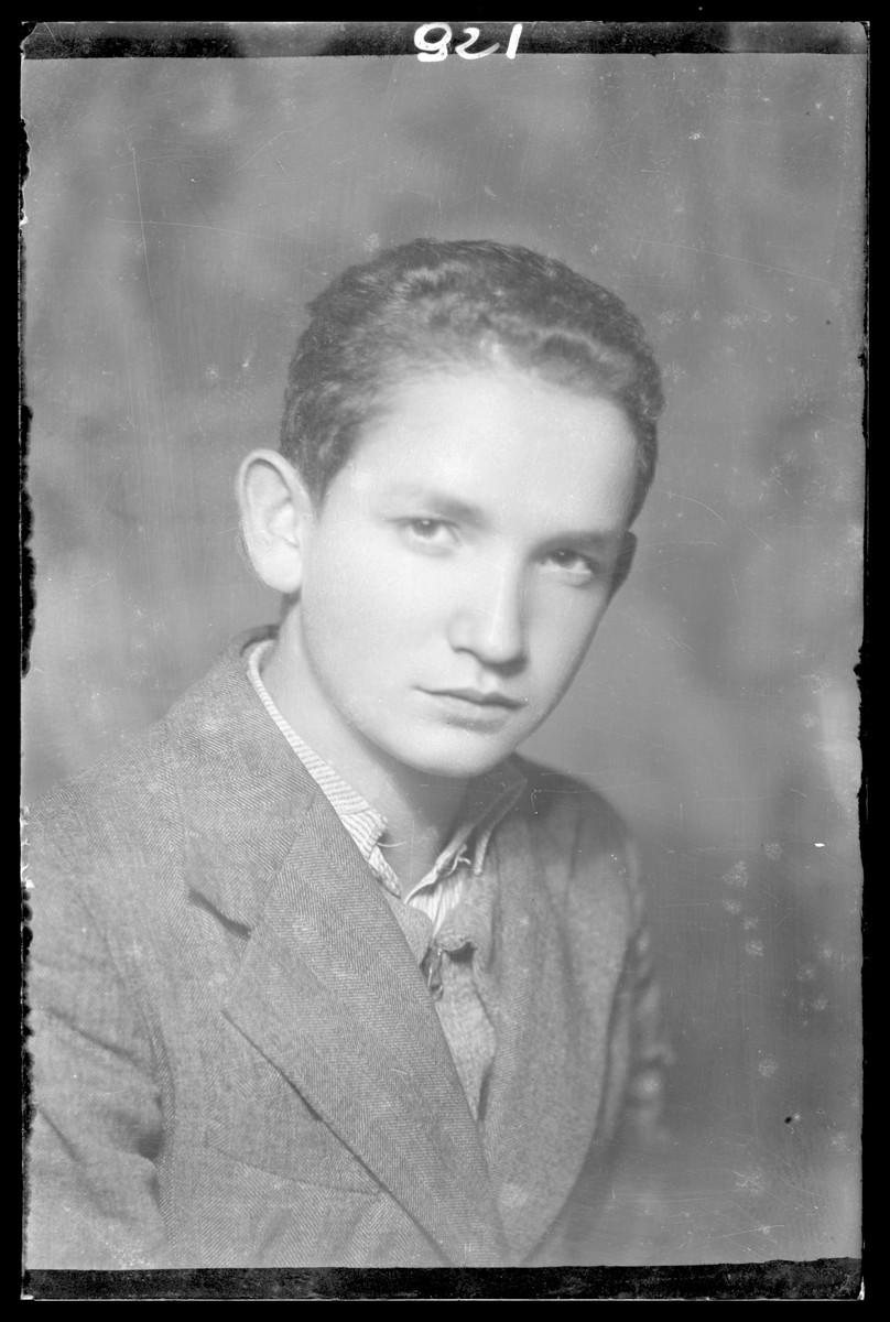 Studio portrait of Dszi Freund.