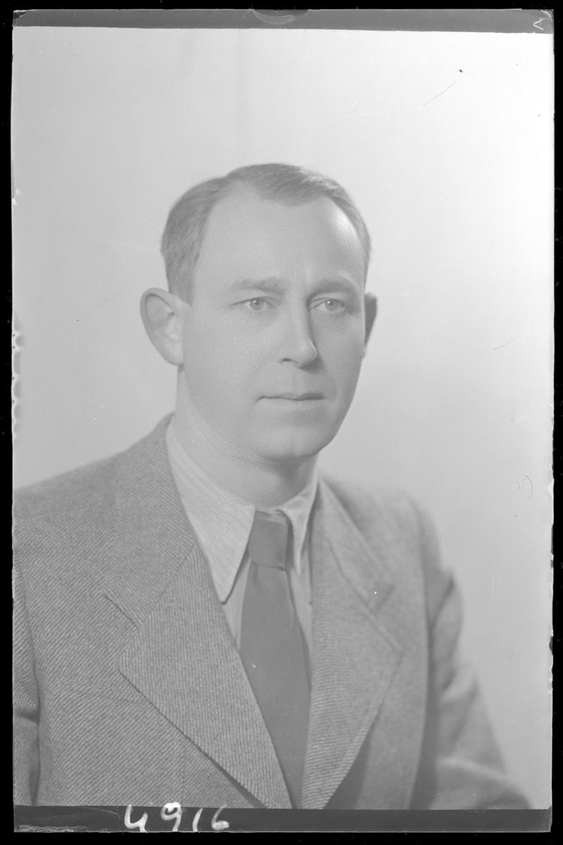 Studio portrait of Dr. Simon Rozenberg.