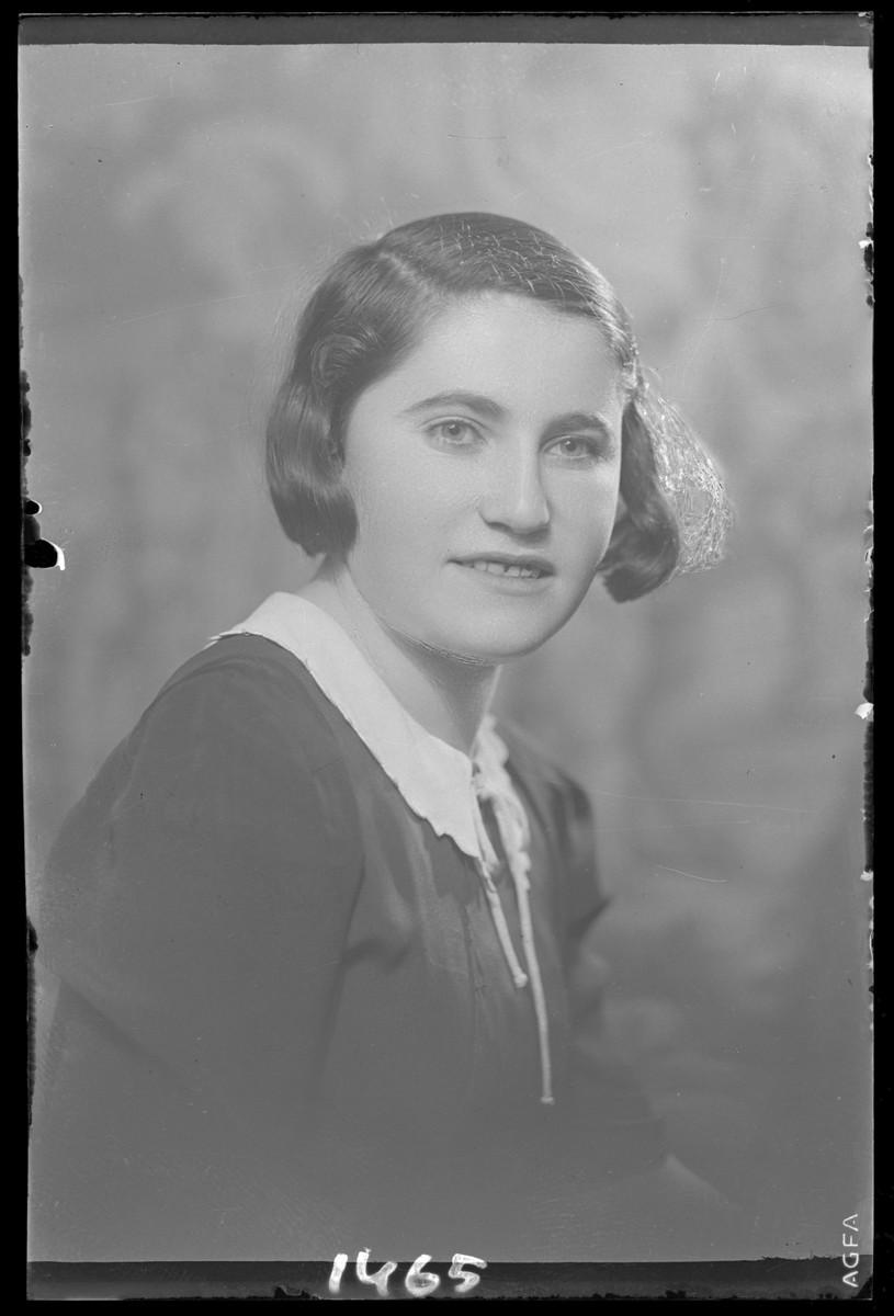 Studio portrait of Frida Farkas.