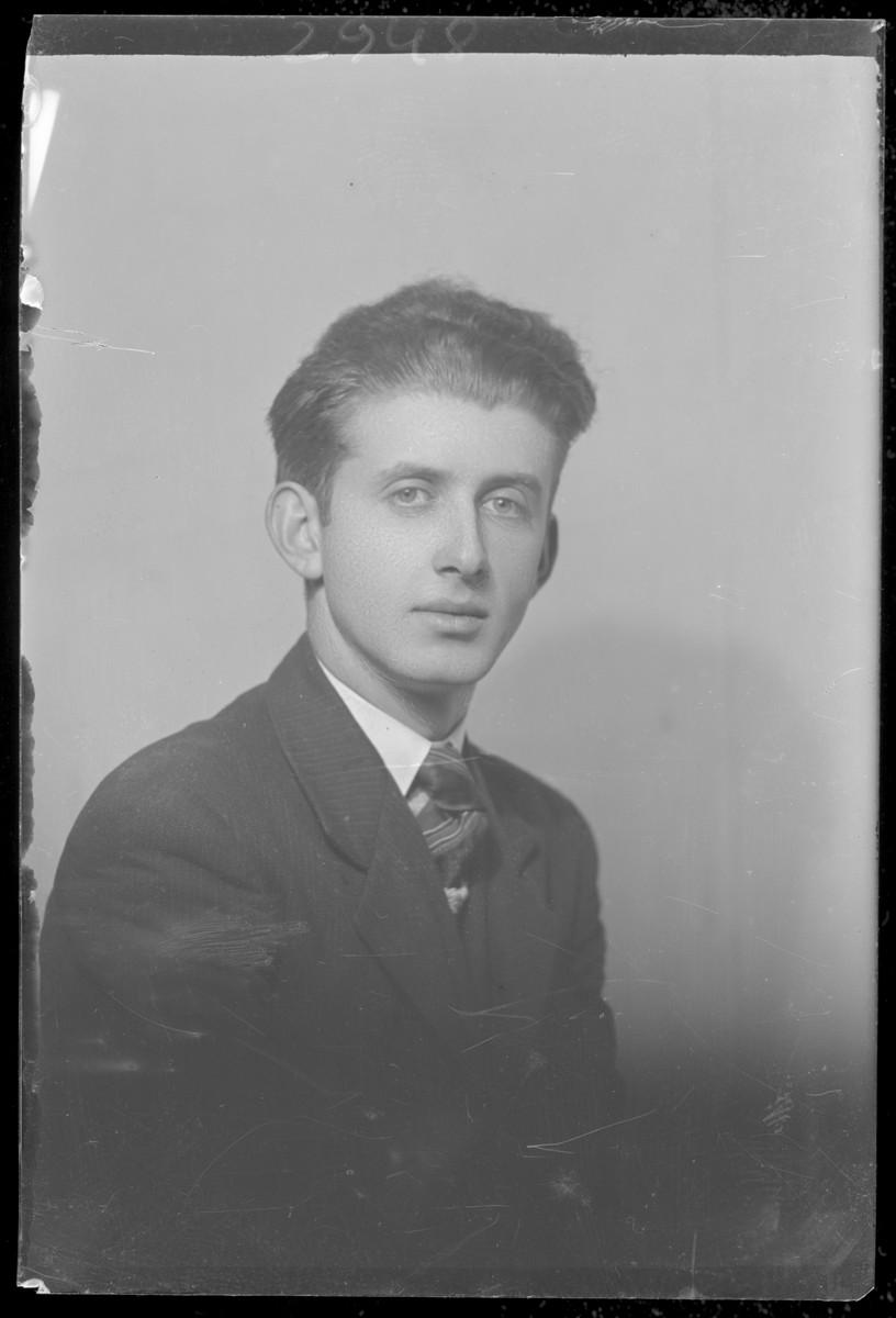 Studio portrait of Moric Frankovits.