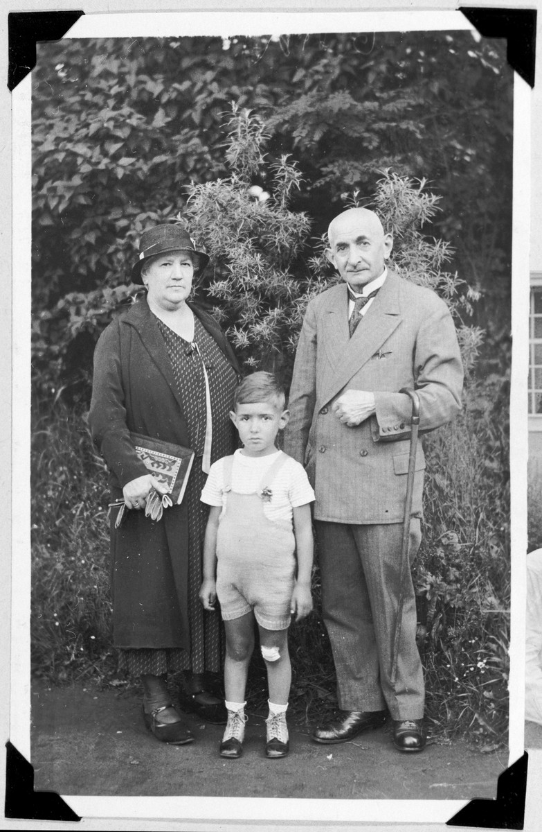 Franz Liebermann poses with his paternal grandparents, Bernard and Jenny Liebermann, while on vacation at a Czech spa.