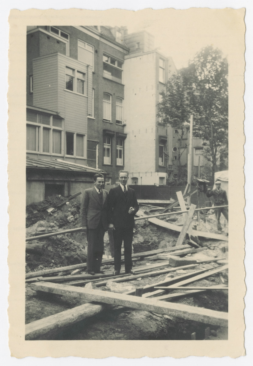 Louis and his father Benjamin Baars work at a construction site.