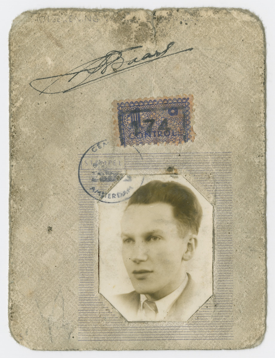 False identification card issued to Louis Baars.