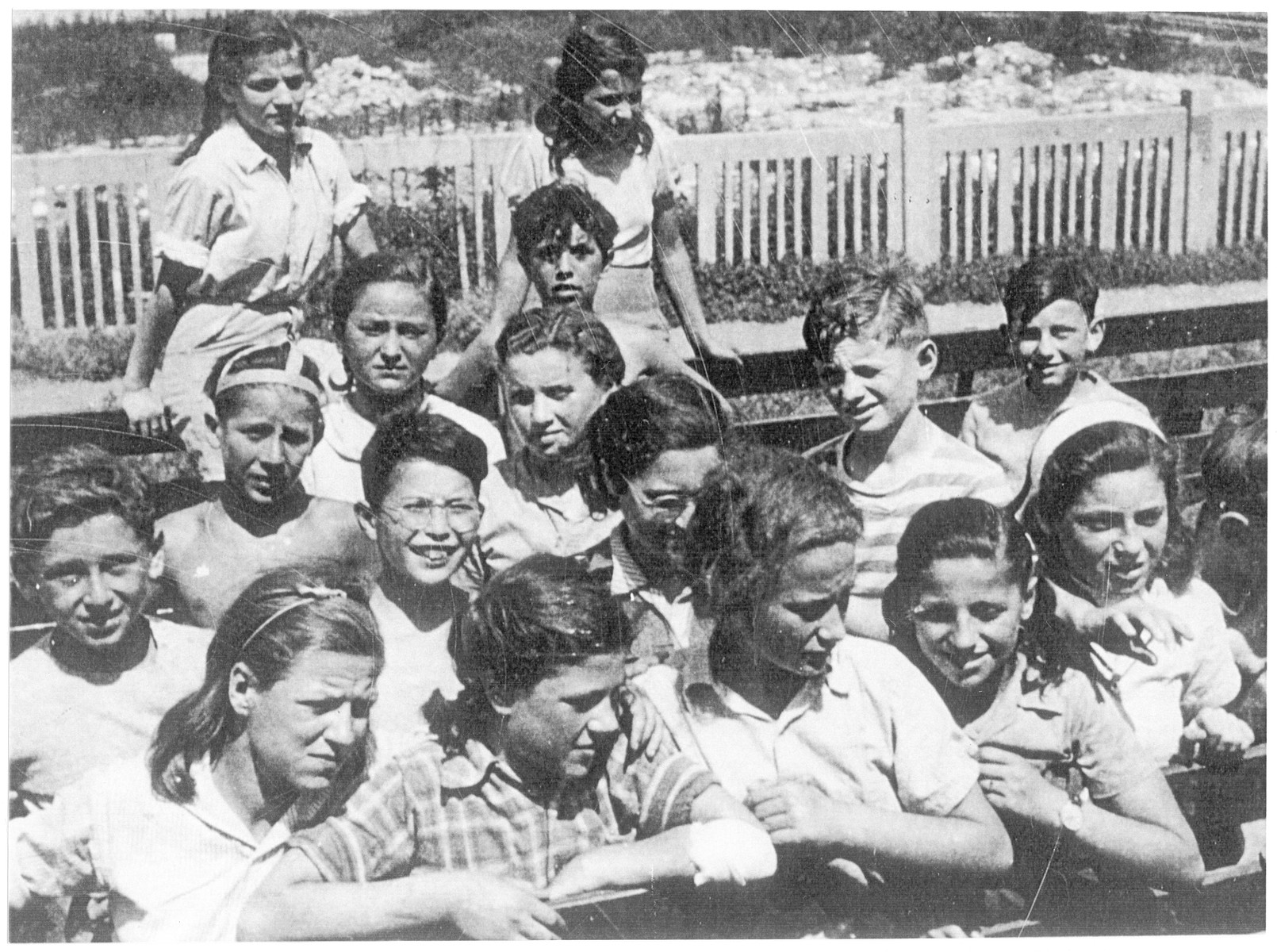 A group of Jewish children leaves Budapest for Palestine.  Among those pictured are Yehuda Schwarz (back row, second from right) and his twin sister, Eva.