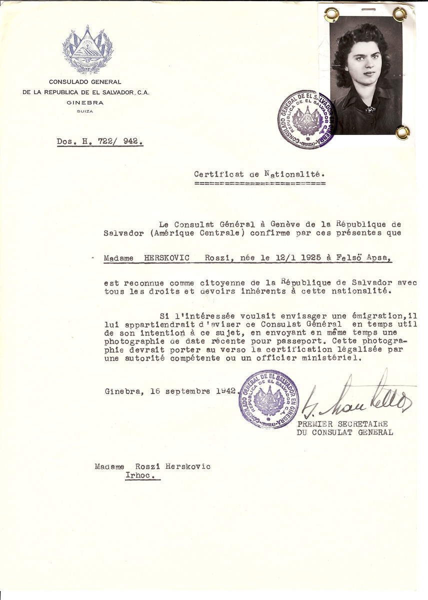 Unauthorized Salvadoran citizenship certificate issued to Roszi Herskovic (b. 01/12/1925 in Vysni Apsa) by George Mandel-Mantello, First Secretary of the Salvadoran Consulate in Switzerland.  The certificate was sent to her residence in Vulchovce.