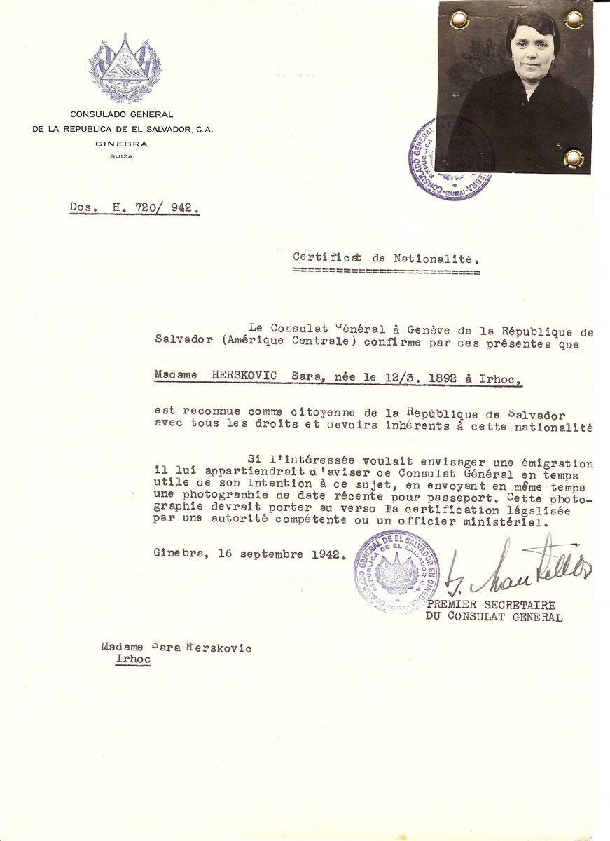 Unauthorized Salvadoran citizenship certificate issued to Sara Herskovic (b. 03/12/1892 in Vulchovce) by George Mandel-Mantello, First Secretary of the Salvadoran Consulate in Switzerland.  The certificate was sent to her residence in Vulchovce.