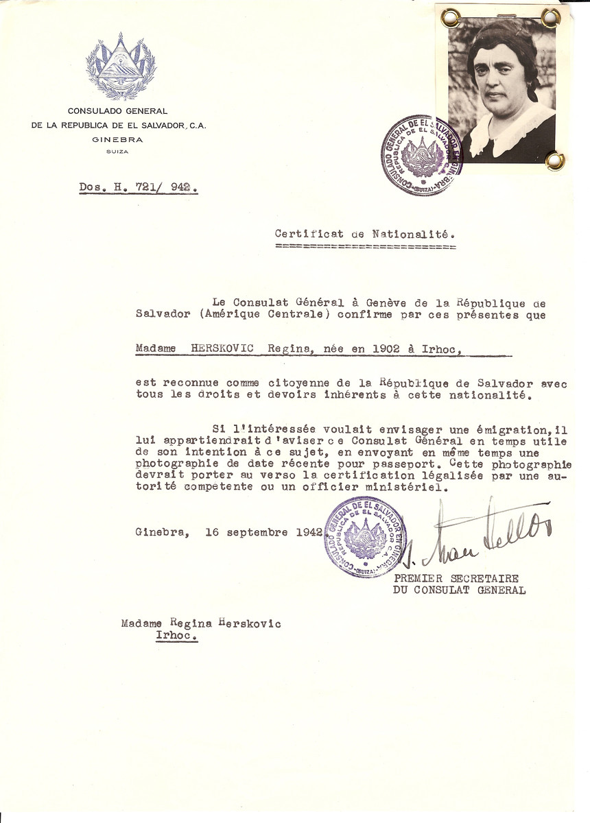 Unauthorized Salvadoran citizenship certificate issued to Regina Herskovic (b. 1902 in Vulchovce) by George Mandel-Mantello, First Secretary of the Salvadoran Consulate in Switzerland.  The certificate was sent to her residence in Vulchovce.