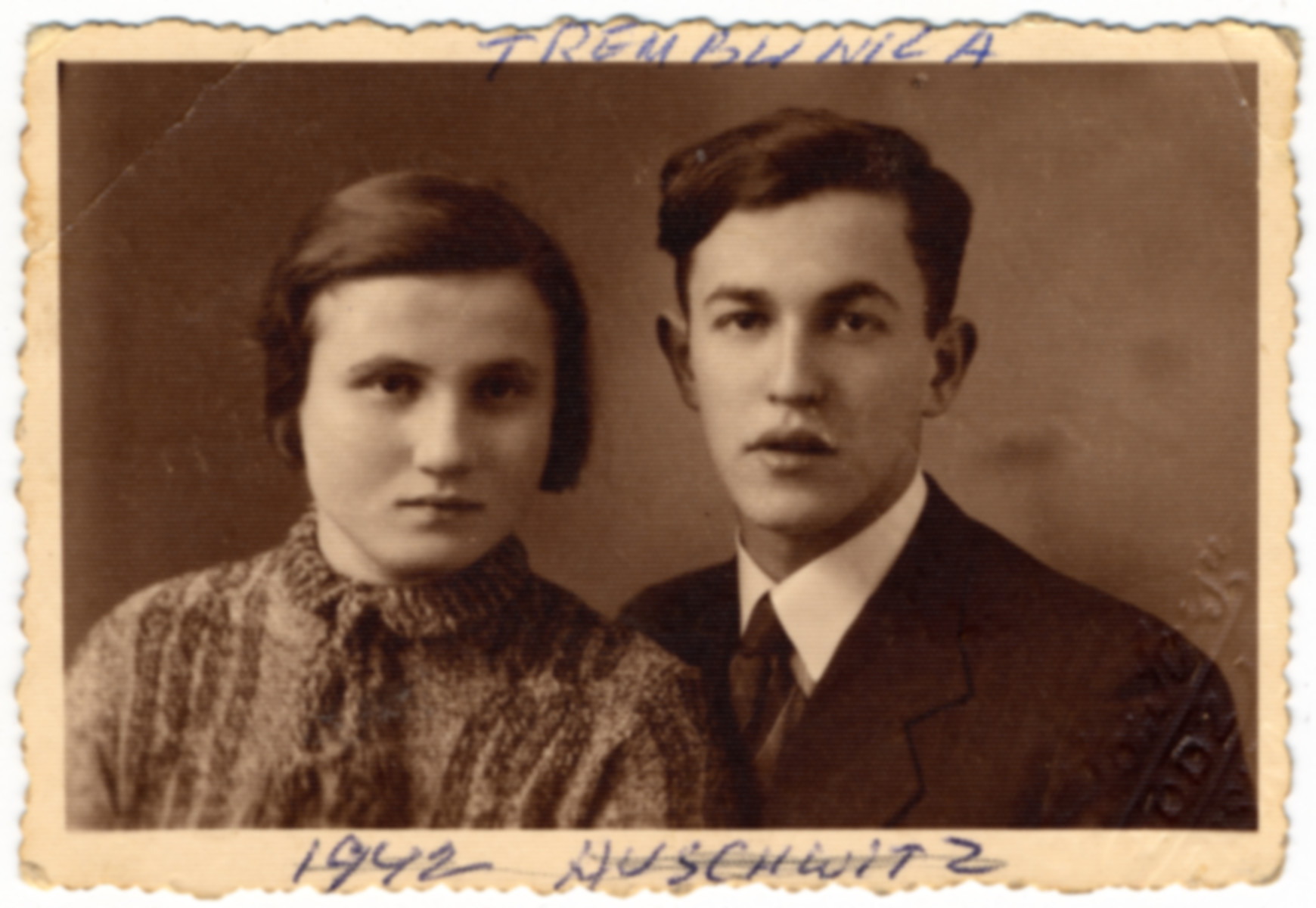 Studio portrait of a young Polish-Jewish couple.  Jadja Samszul is on the left.  She was born in 1920 and killed in Treblinka at the age of 22.