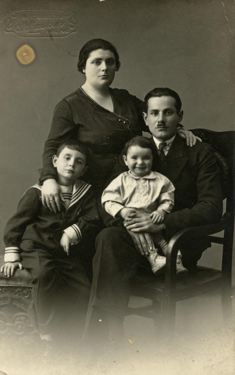 Studio portrait of the Shapiro family in prewar Vilna.