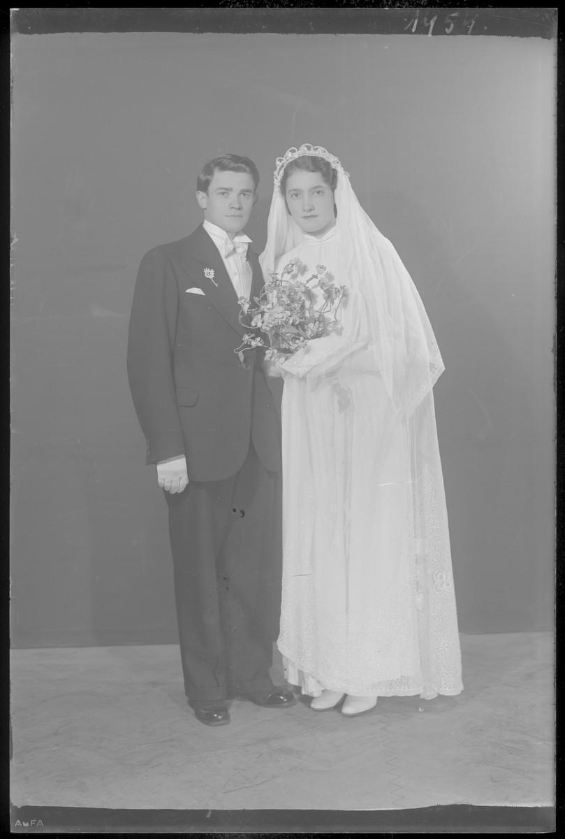 Studio wedding portrait of Armin Smilovits.