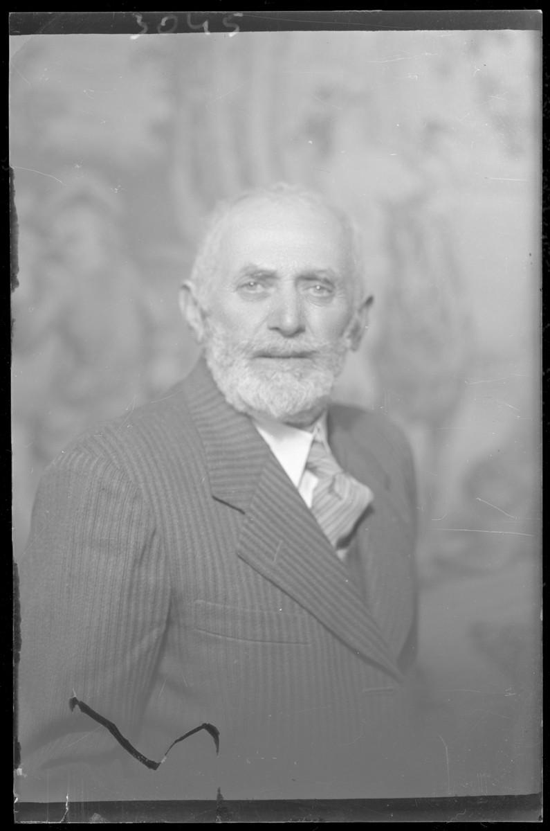 Studio portrait of Marton Schvartz.