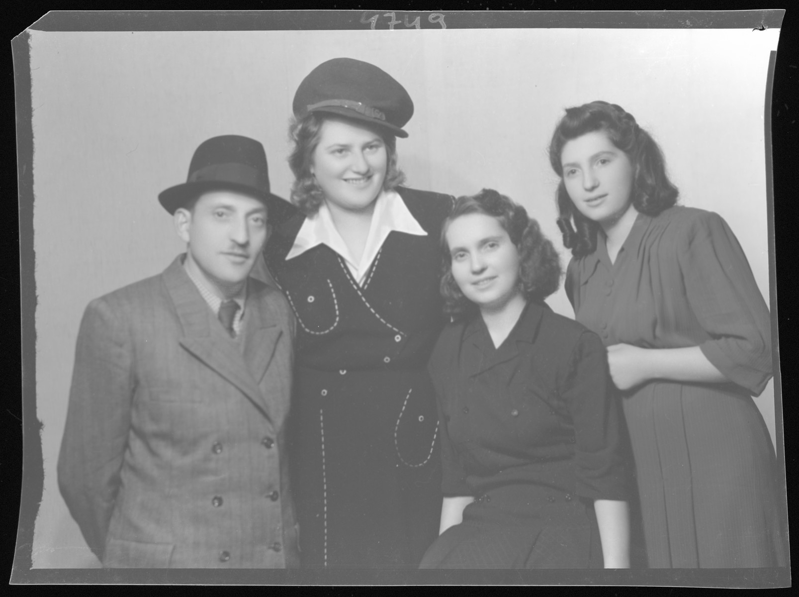 Studio portrait of the family of Markusz Schvartz.  Hana Elena Schvartz is the tall woman in the hat.  She is the only member of her immediate family to survive the Holocaust.