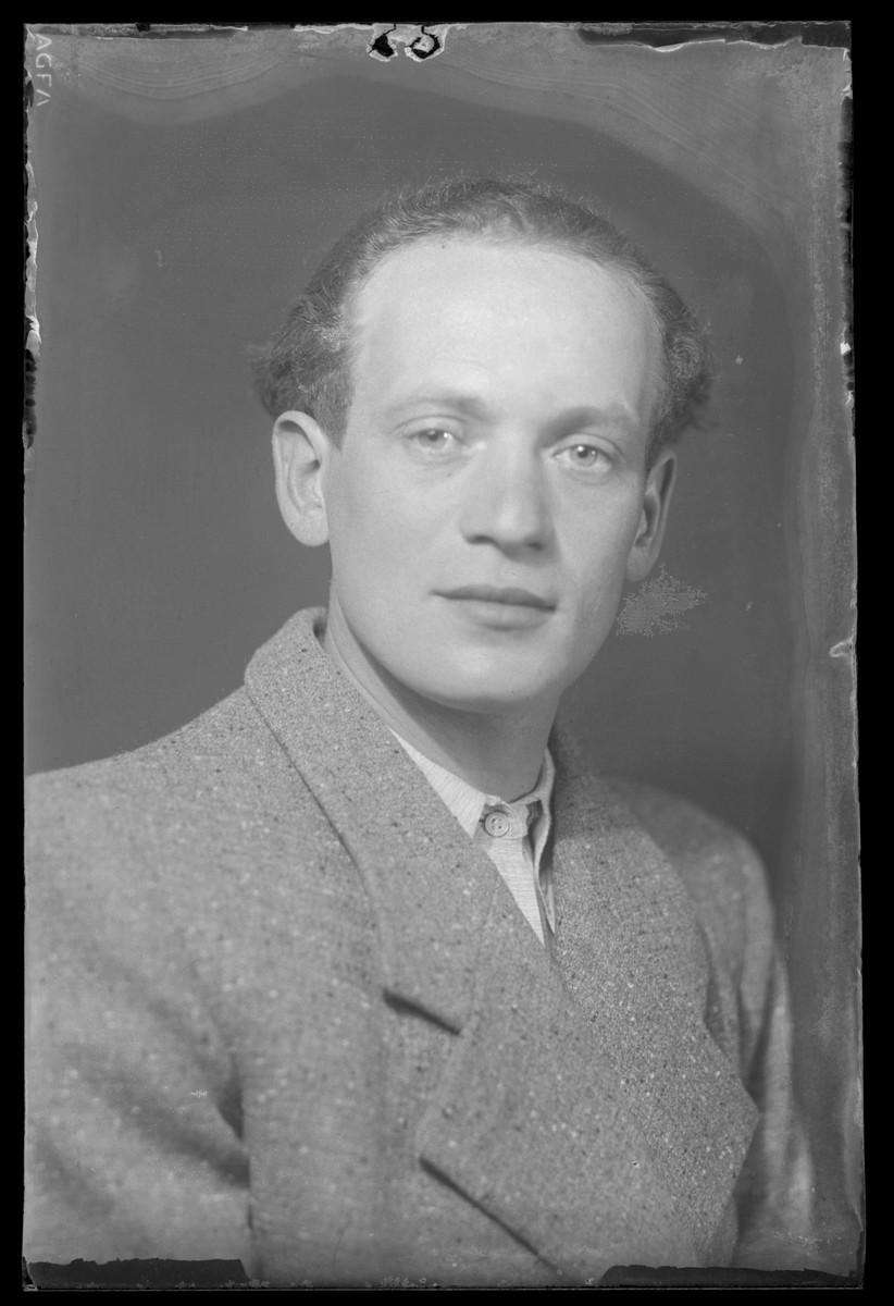 Studio portrait of Zoltan Schvartz.