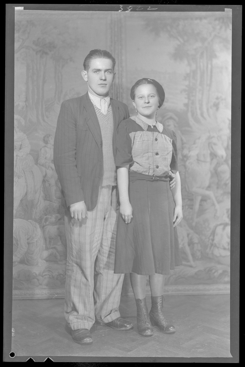 Studio portrait of Daniel Rub and a woman.