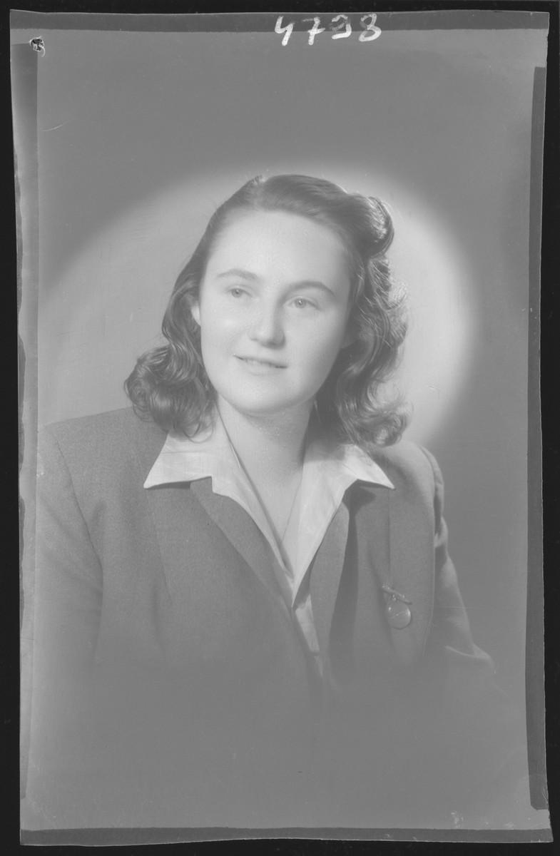 Studio portrait of Terez Rotschild.