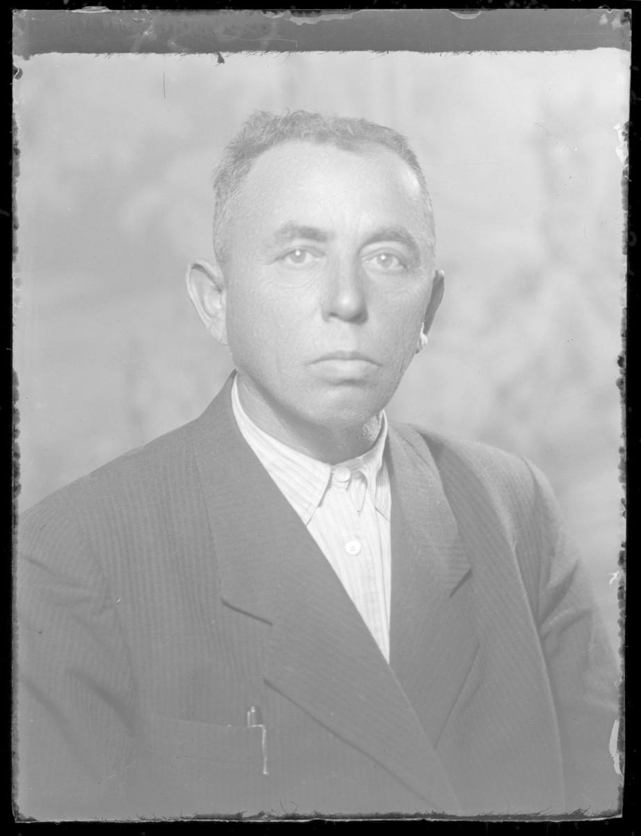Studio portrait of Adolf Schlesinger.